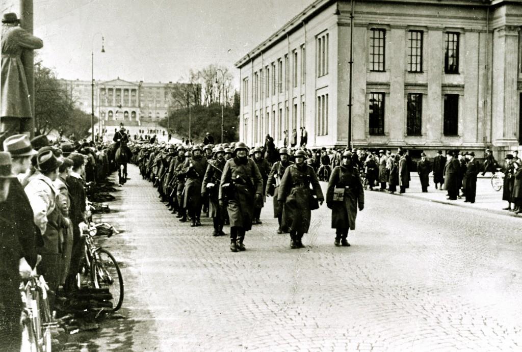 Tyske soldater marsjerer inn i Oslo 9. april 1940.