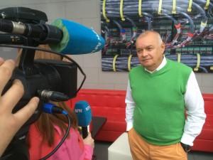 TV-SJEFEN: Dmitrij Kiseljov er en av Russlands mest kjente journalister og øverste sjef for Putins nye medievåpen «Sputnik». Foto: RUNE S. ALEXANDERSEN