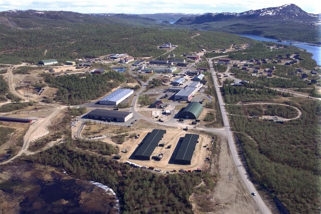 Luftfoto over leiren garnisonen i Porsanger. Foto: JOHN CHARLES KVAM/FORSVARET