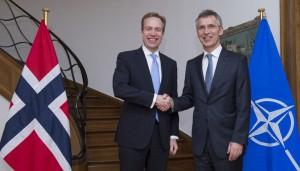 Utenriksminister Børge Brende møter NATOs generalsekretær Jens Stoltenberg i Brussel 18. mars 2016. Foto: NATO