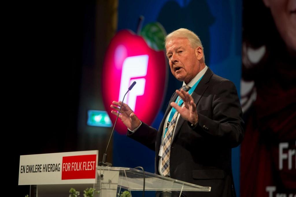 Carl I. Hagen på talerstolen på Frps landsmøte på Gardermoen lørdag 23. april 2016. Foto: FRP