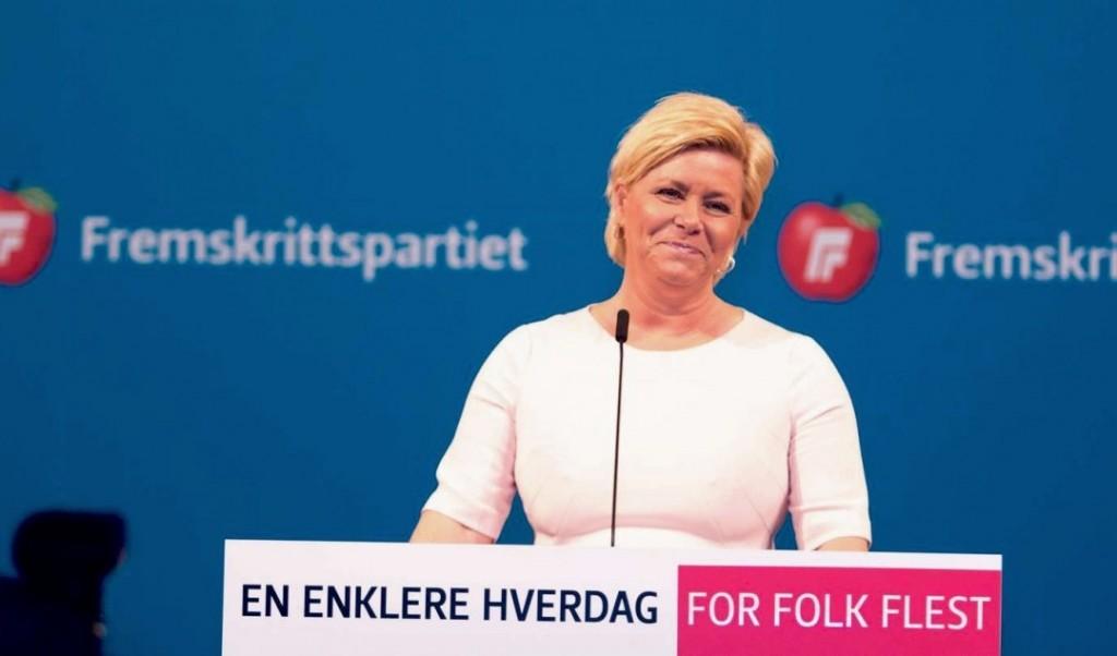 FORSVARSLØFTER: Frp-leder Siv Jensen kom med løfter om betydelig løft for Forsvaret da hun talte til landsmøtet på Gardermoen lørdag. Foto: FRP