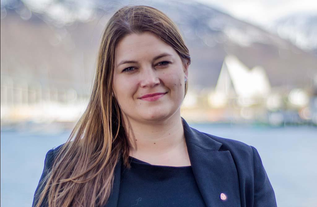 LEI FESTTALER: Leder Cecilie Myrseth i Troms fylkesråd slåss tverrpolitisk for å beholde Forsvarets tilstedeværelse i nordområdene. FOTO: Troms Ap
