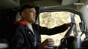 FILMET HENDELSEN: Lastebilsjåfør Frank Vik filmet det han mener var en ubåt i Dalsfjorden 21. mars. Foto: ALDRIMER.NO