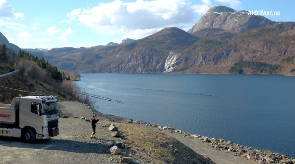 DALSFJORDEN: Her sto Frank Vik og filmet ubåten i Dalsfjorden. Foto: ALDRIMER.NO