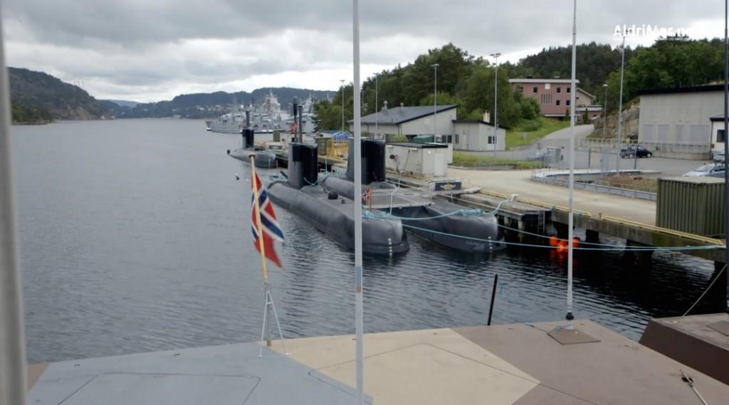 UBÅTER: To ubåter liggende til kai ved Haakonsvern i Bergen. Foto: FORSVARET