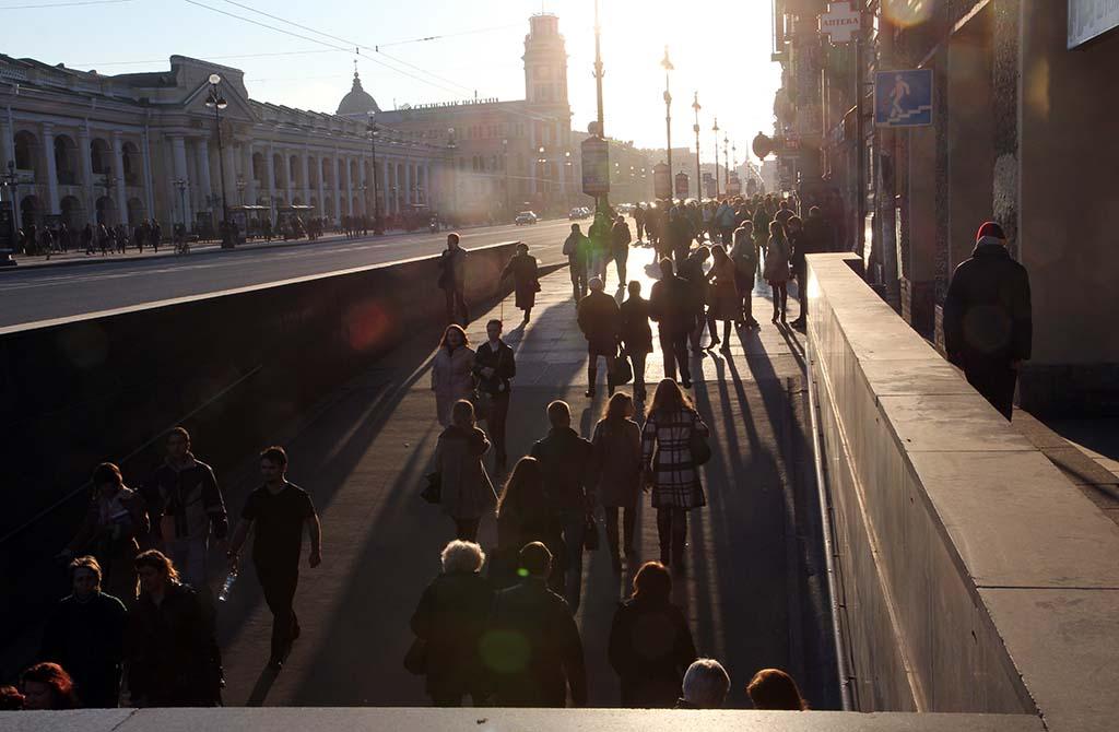 ST. PETERSBURG: Folkemylder ved metroundergang på Nevskij Prospekt i den gamle hovedstaden St. Petersburg. Foto: RUNE S. ALEXANDERSEN