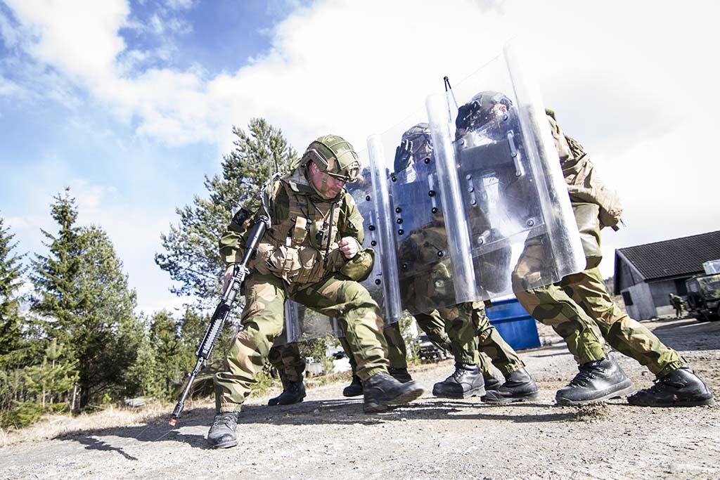 ØVELSE: Heimevernets innsatsstyrke Grebe fra HV-05 under øvelse våren 2016. Foto: MARTE BROHAUG/FORSVARET