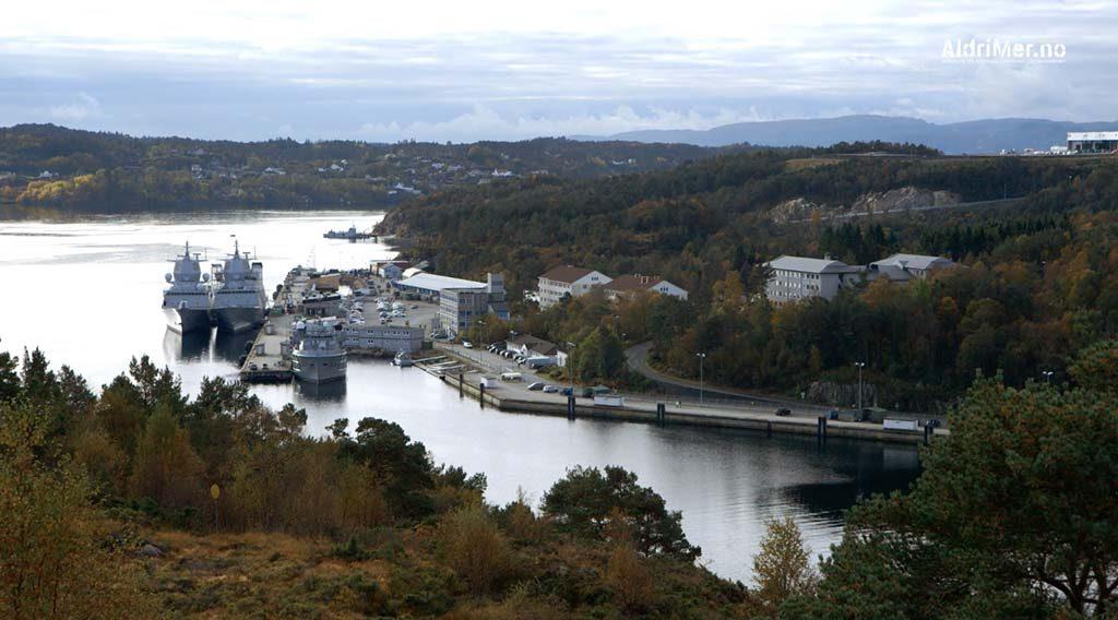 «RUSSERBLOKKA»: Herfra kan man følge med på alle bevegelser ved Haakonsvern marinebase utenfor Bergen. Foto: ALDRIMER.NO
