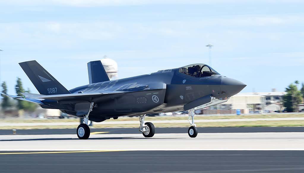 TRYGT FOR DISSE: F-35-flyene vil nyte godt at nye satellittbaserte innflygningssystemer ved Evenes. Her ved Luke Air Force Base i Arizona, USA. Foto: US AIR FORCE/FORSVARETS MEDIESENTER