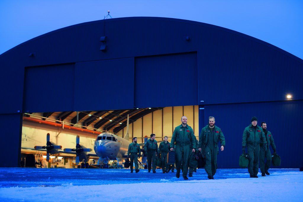 Mannskapet på Orion P3 på Andøya flystasjon / The crew of a norwegian Orion plane. Foto: TORGEIR HAUGAARD/FORSVARET