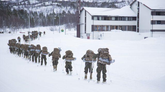 https://www.aldrimer.no/wp-content/uploads/2016/10/2016-02-11-USMC-and-Royal-Marines-winter-training-at-Porsanger_280-640x360.jpg