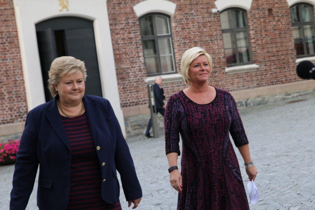FÅR KRITIKK: Statsminister Erna Solberg og finansminister Siv Jensen møter pressen før budsjettkonferansen 30. og 31. august. Foto: STATSMINISTERENS KONTOR