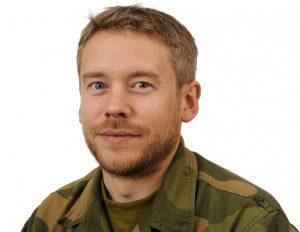 HAR FLERE RESSURSER: Kaptein og informasjonsoffiser FOTO: FORSVARET