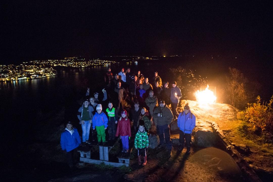 TENTE VARDE: Vardebrenning på Ramnfløya/Gangsåstoppen i Harstad. Foto: STEVE NILSEN