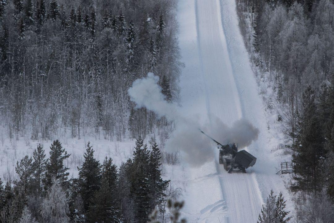 FYRER LØS: Svenskene vil også styrke artilleriet. Foto: JESPER SUNDSTRÖM/FÖRSVARSMAKTEN