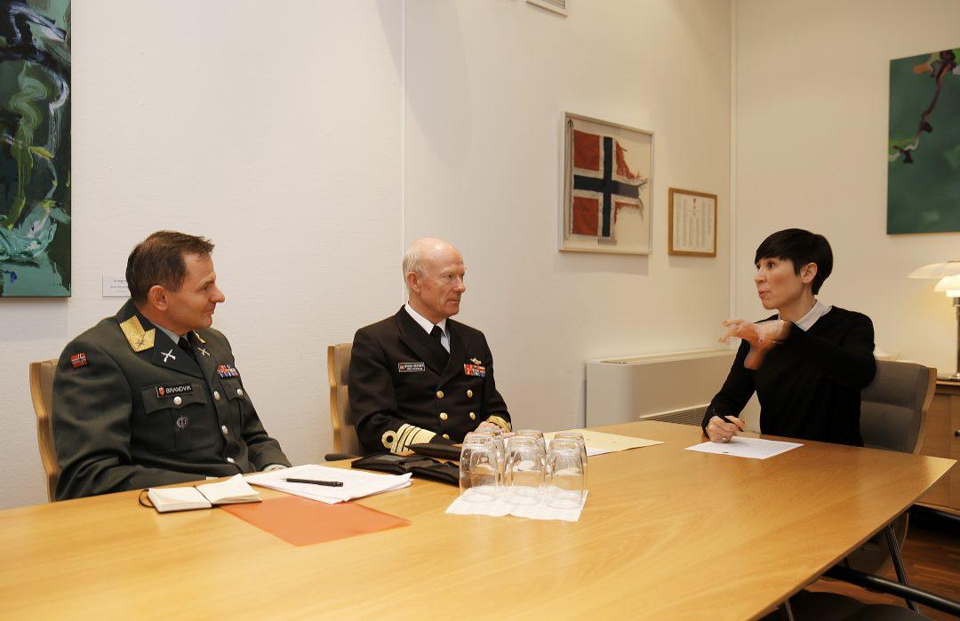 Forsvarsminister Ine Eriksen Søreide har gitt Forsvarssjef Admiral Haakon Bruun-Hanssen i oppdrag og lage en landmakt utredning. Gruppen ledes av Brigader Aril Brandvik