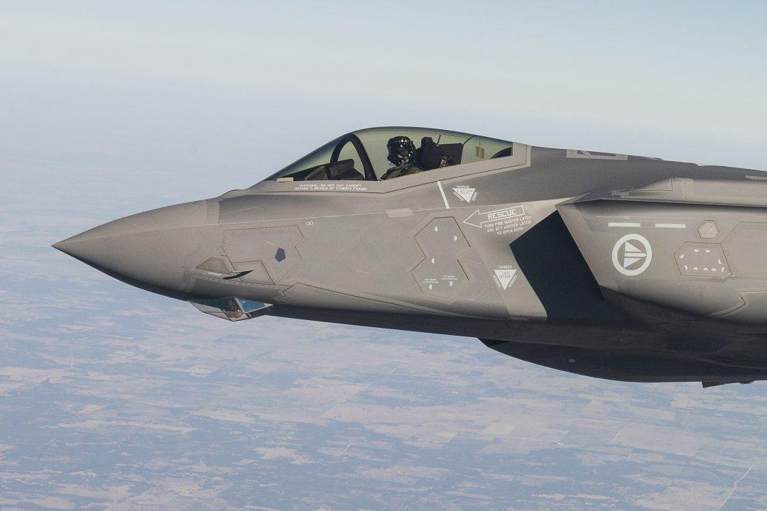 KAN IKKE ERSTATTE KORVETTENE: I følge forsvarsekspert Jacob Børresen er utfasingen av korvettene bygd på en forutsetning om at F-35 kan gjøre mye av den samme jobben. Børresen mener det overhodet ikke er riktig. Foto: LOCKHEED MARTIN/FOR FORSVARET