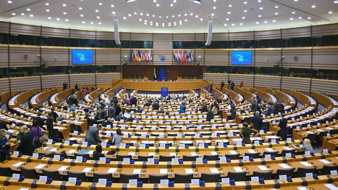FORDØMMER RUSSISK PROPAGANDA: Europaparlamentet kom denne uken med skarpe uttalelser. Russlands propagandaaktivitet sammenlignes med det som kommer fra IS og al-Qaida. Foto: TREEHILL/WIKIPEDIA