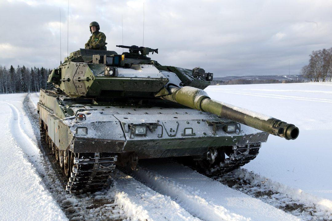 VIL STYRKE FORSVARET: Fire svenske partier vurderer å gi 35 milliarder kroner til Försvarsmakten som en øyeblikkelig ekstrabevilgning. Pengene skal blant annet gå til å få flere Leopard-stridsvogner klare til innsats. Foto; ANDERS SJÖDEN/FÖRSVARSMAKTEN