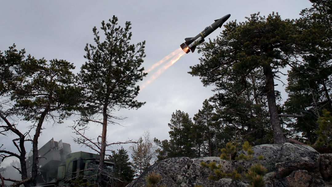 SKAL BESKYTTE KYSTEN: I all hast har svenskene satt i drift rakettsystemet Sjömålsrobot 15. SR-15 er langtrekkende missiler til bruk mot mål på sjøen. Foto: FÖRSVARSMAKTEN