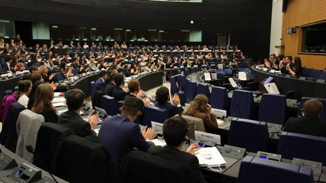 https://www.aldrimer.no/wp-content/uploads/2016/11/Model_European_Union_Strasbourg_Conference-640x360.jpg