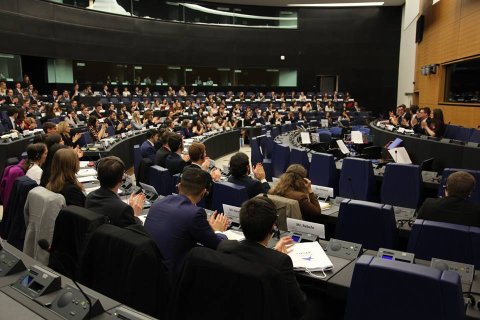 https://www.aldrimer.no/wp-content/uploads/2016/11/Model_European_Union_Strasbourg_Conference.jpg