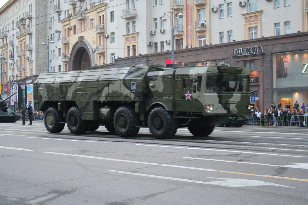"""ISKANDER: En 9P78-1 transport- og avfyringslastebil med to """"Iskander""""-missiler. Foto: A. SAVIN"""
