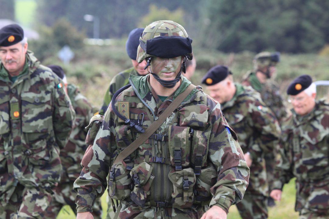 VIL HA EU-HÆR: Kravet om en egen EU-hær øker nå i styrke. Også de ulike NATO-landenes forsvar blir debattert. Mange ønsker å bruke mer penger på sikkerhet. Her en soldat fra en av EUs innsatsstyrker. Foto: DET IRSKE FORSVARET