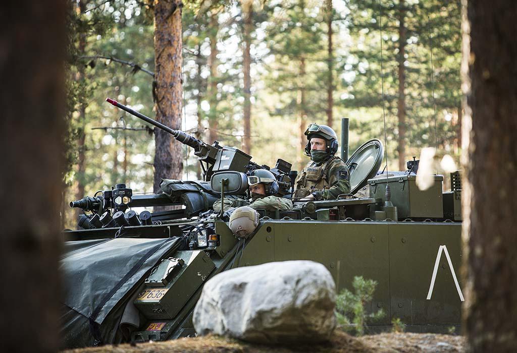 PANSERVOGN: Soldater og M113 panservogn fra Telemarkbataljonen under øvelse Noble Ledger 2014. Foto: MATS GRIMSÆTH/FORSVARETS MEDIESENTER