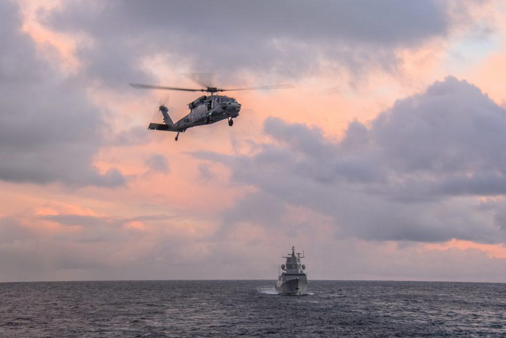 KNM Thor Heyerdahl: Norsk Nansen-klasse fregatt - sammen med et helikopter på øvelsen Cold Response 2016. Foto: PIOTR LEONIAK/POLISH NAVY