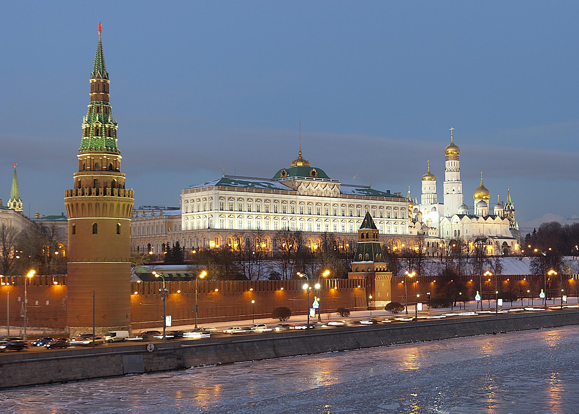 VELKOMMEN TIL JULEFEST: Alle barn av amerikanske diplomater kan komme og besøke Kreml, om de vil være med på jule- og nyttårsfestlighetene her. Det er neppe mange som takker ja til den invitasjonen. Foto: PAVEL KAZACHKOV