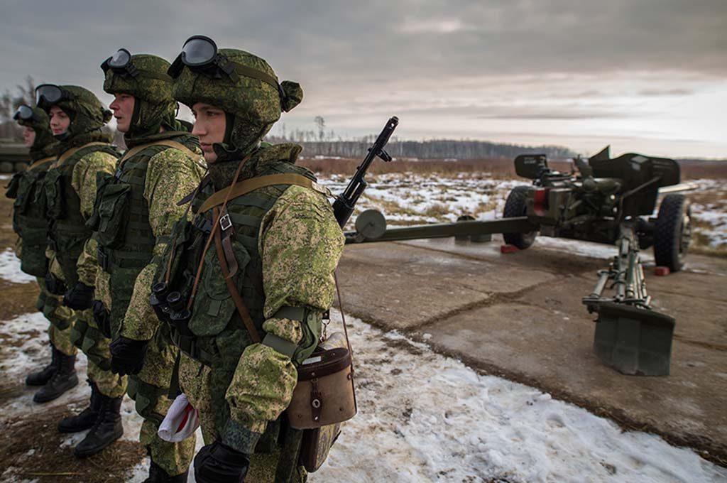 RUSSISKE ARTILLERISTER: Russiske artillerisoldater fotografert under artilleridagen 19. november. Foto: Sergej Bobylev/Det russiske forsvarsministeriet (Mil.ru)