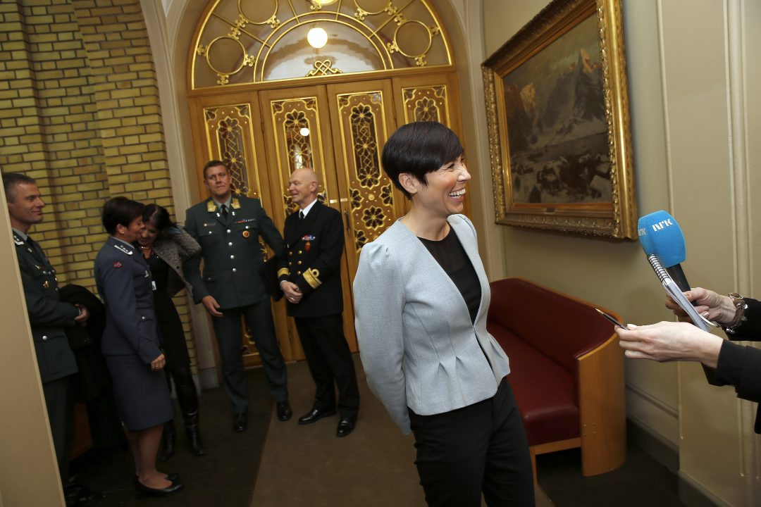 Tirsdag 14. oktober vedtok Stortinget å endre vernepliktloven og heimevernloven. Dermed blir verneplikten kjønnsnøytral. Forsvarsminister Ine Eriksen Søreide i Stortinget / Tuesday October 14, the Norwegian Parlament decided to change the Military Service Act and the Home Guard Act. Thus, conscription gender neutral. Here Minister of Defence Ine Eriksen Søreide