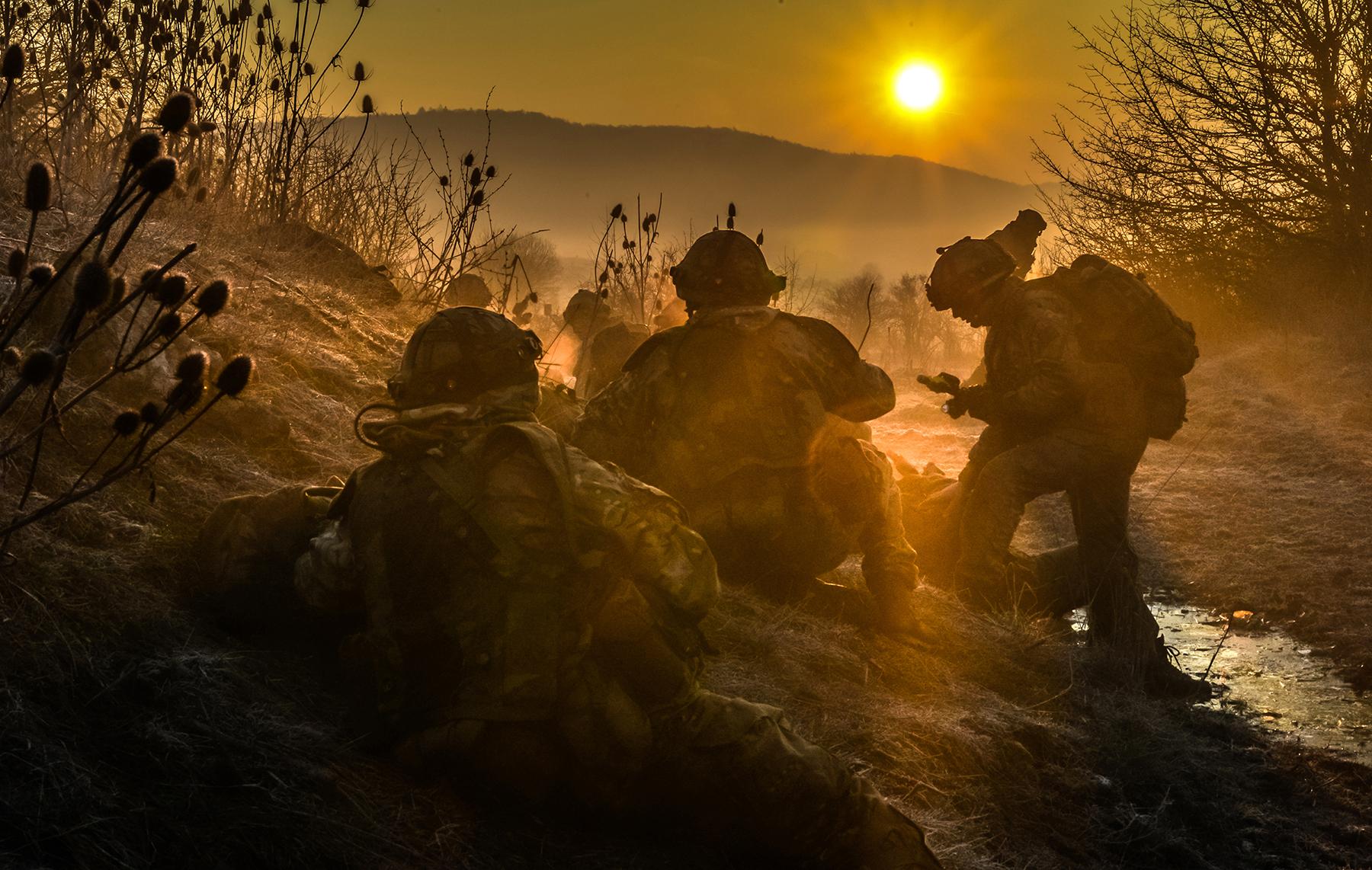 BILATERALE FORSVARSAVTALER? Et svekket NATO kan føre til at Norge søker et nærmere militært samarbeid med land som Storbritannia. Her: Britiske offiserskadetter på øvelse. Foto: STORBRITANNIAS FORSVARSDEPARTEMENT