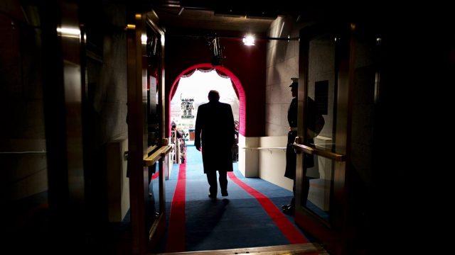 https://www.aldrimer.no/wp-content/uploads/2017/01/Donald_Trump_preparing_to_be_sworn_in_as_President-640x360.jpg