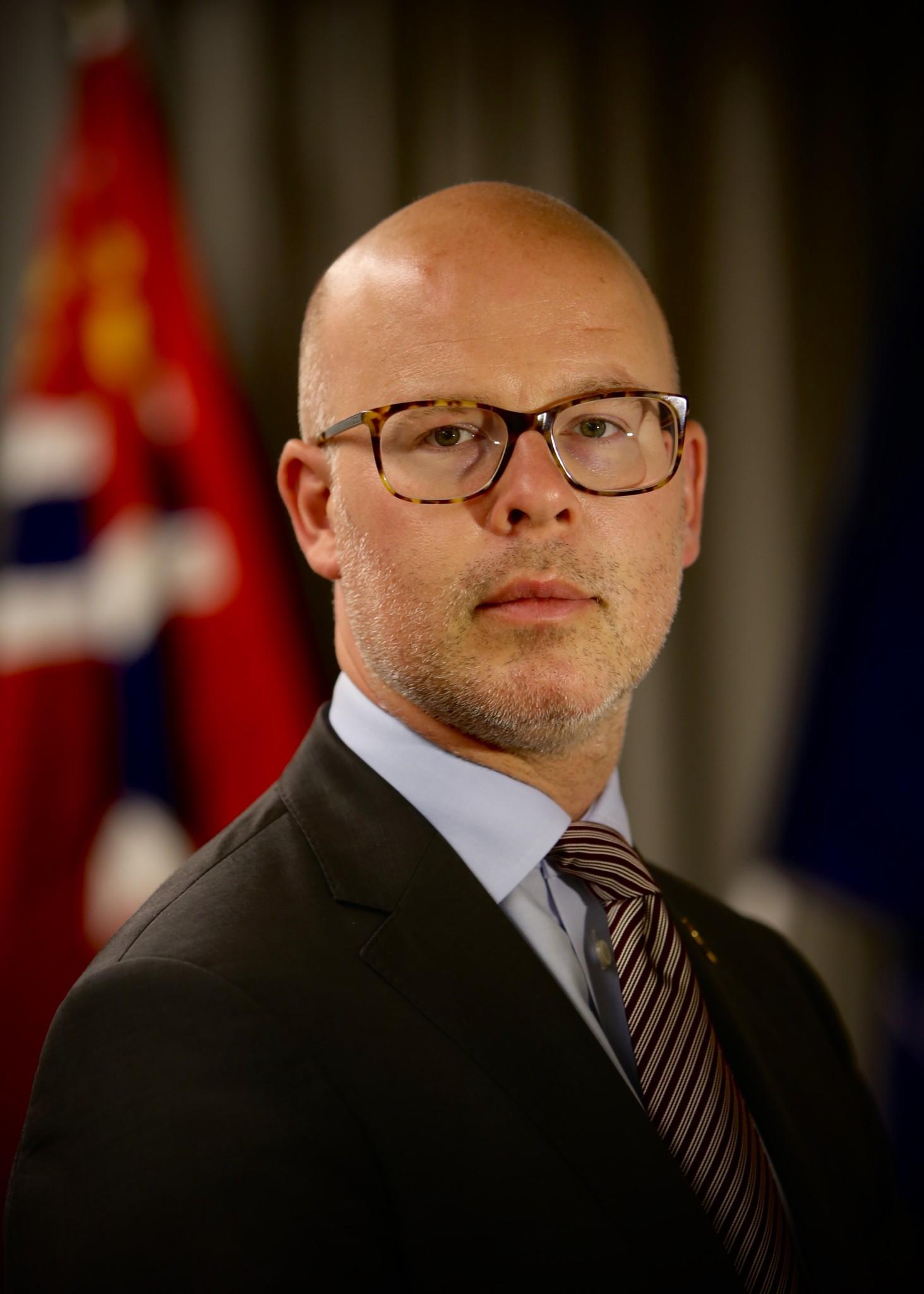 BEKREFTER: Politisk rådgiver i Forsvarsdepartementet, Audun Halvorsen (H), bekrefter at det skal kuttes 30 mrd i forsvarssektoren. Foto: ASGEIR S. BREKKE/FORSVARSDEPARTEMENTET