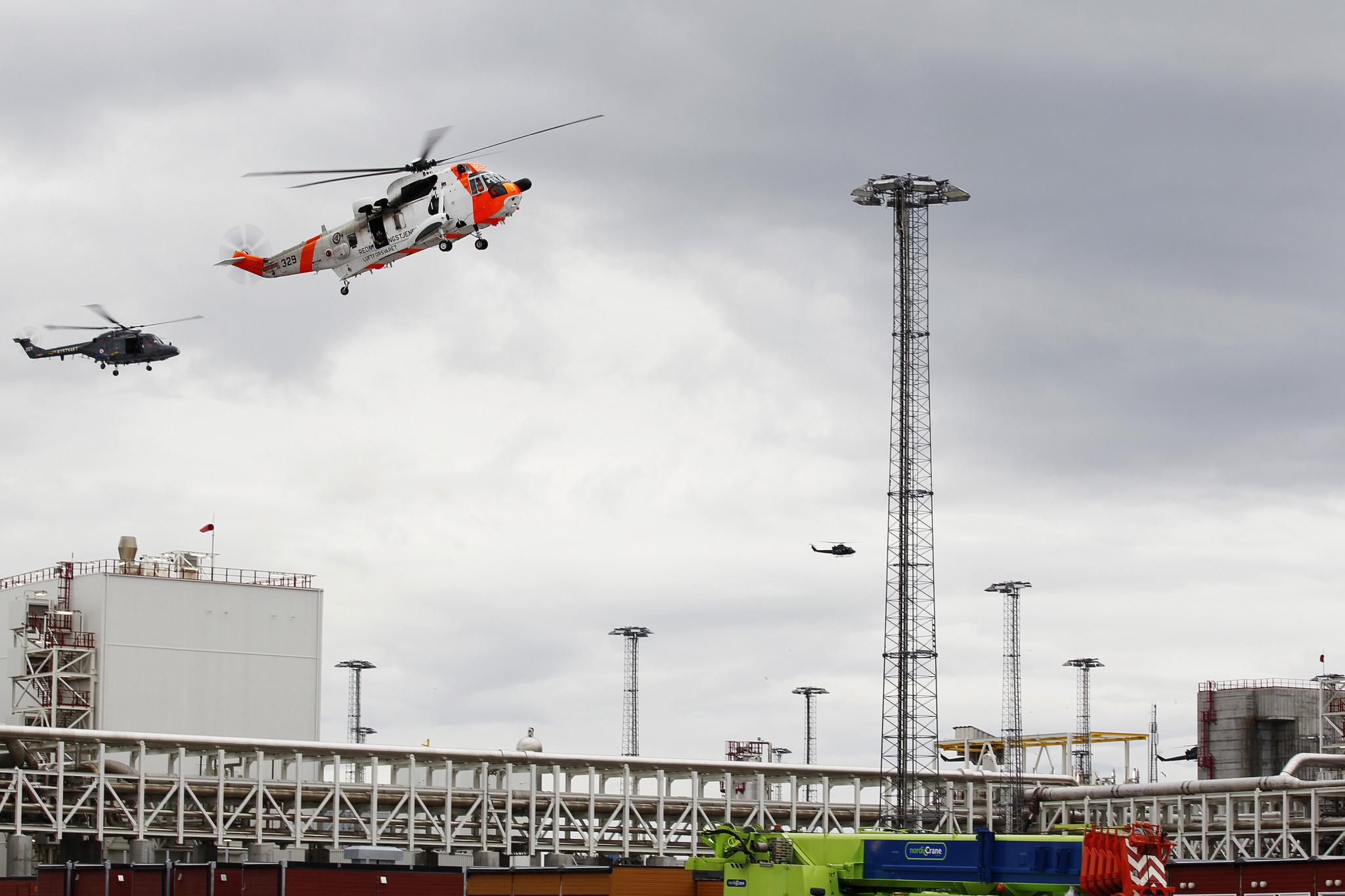 Et Sea King, et Lynx-helikopter og et Bell-412SP-helikopter under Øvelse Gemini 2011 i Hammerfest. Foto: TORBJØRN KJOSVOLD/FORSVARET