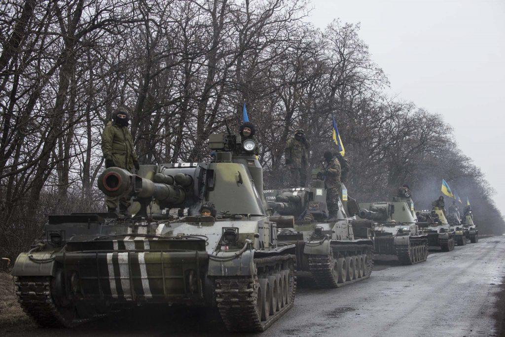 TUNGE KJØRETØY: Bildet er fra ukrainske troppeforflytninger øst i Ukraina 4. mars 2015. Foto: EVGENIJ MALOLETKA/OSCE/WIKIPEDIA COMMONS