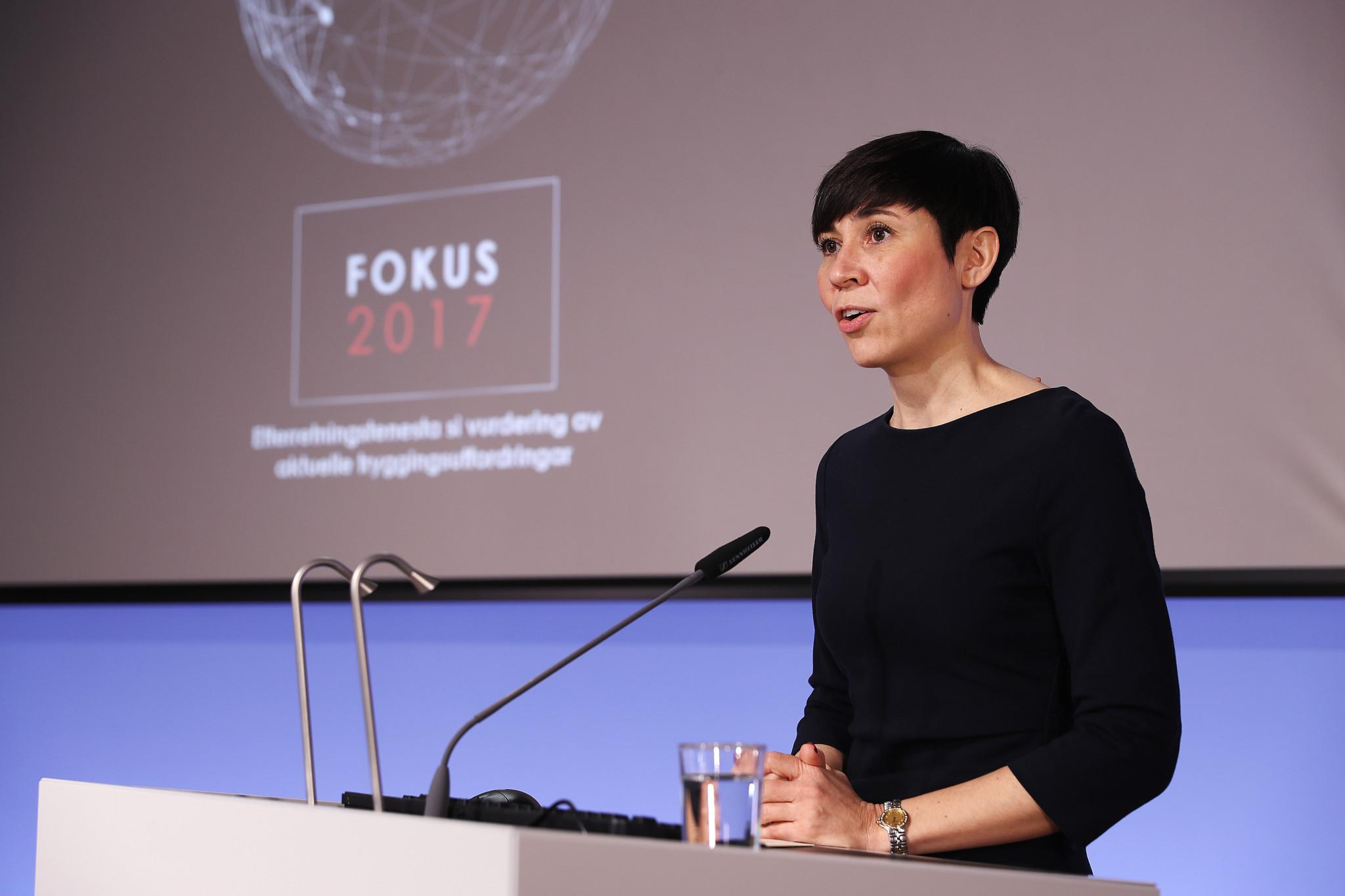 Forsvarsminister Ine Eriksen Søreide på fremmleggelsen av Fokus 2017, Etterrettningstjenstens åpne vurdering, på en pressekonferanse 6 februar 2017
