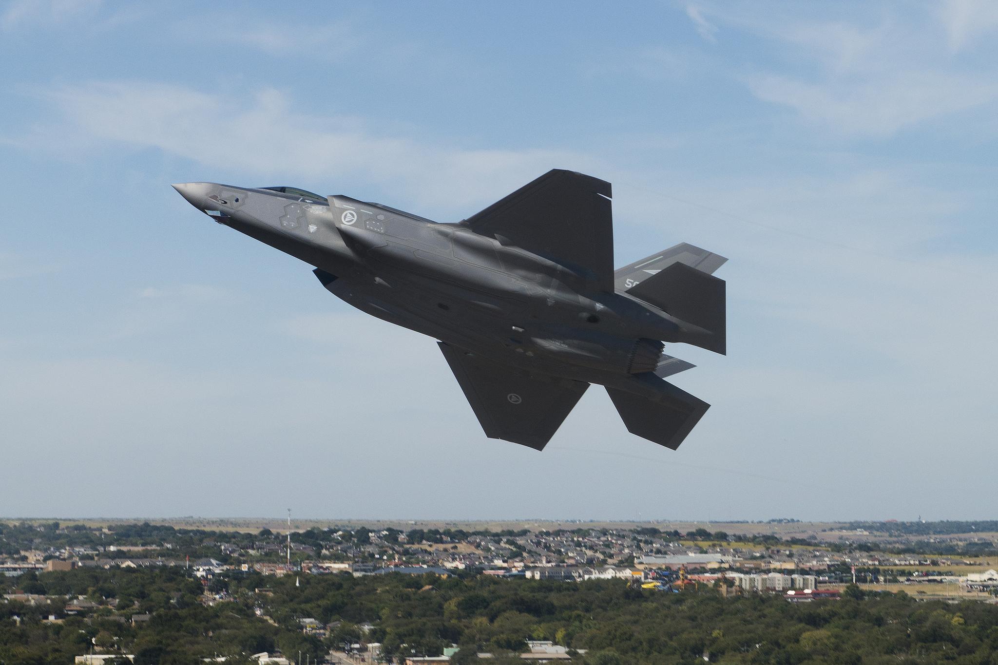 Testflyging av Norges første F-35 (AM-1-5087) i oktober 2015 / Norway´s first F-35