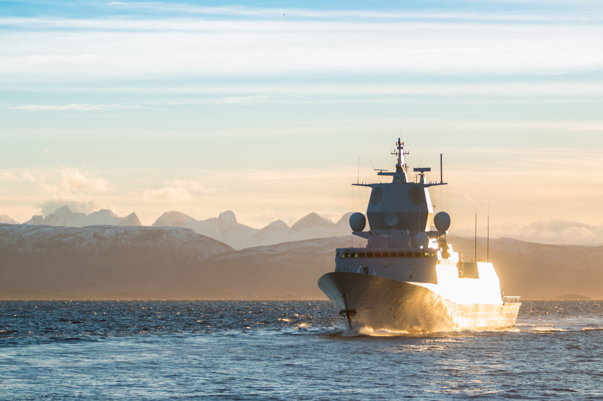 KNM Roald Amundsen i solnedgang under øvelse Flotex i Nord-Norge / KNM Roald Amundsen during exercise Flotex 2015