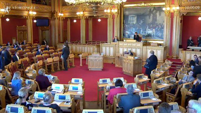 https://www.aldrimer.no/wp-content/uploads/2017/03/Spørretime-Stortinget-640x360.jpg