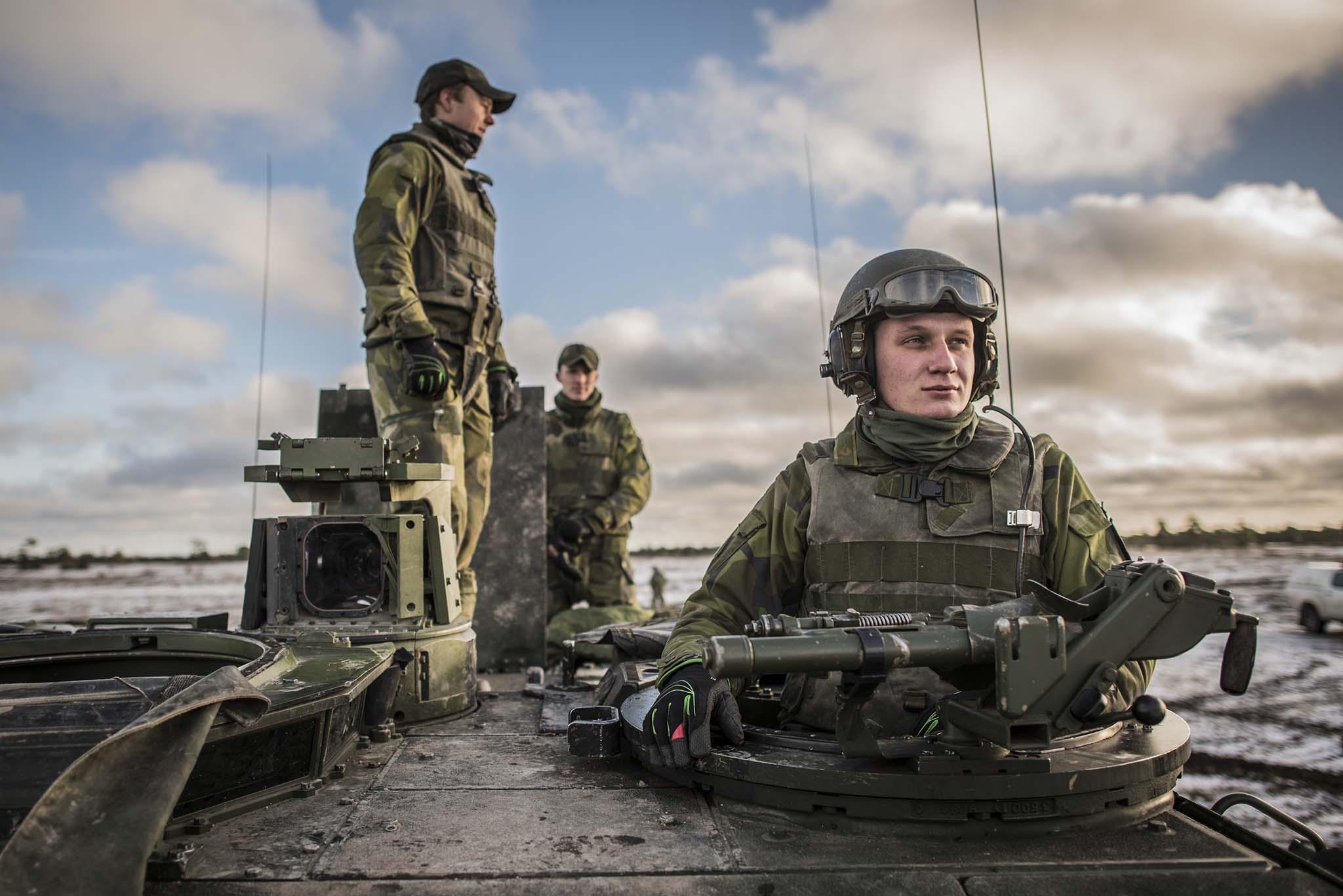 –Sverige bør låne penger til rask opprustning