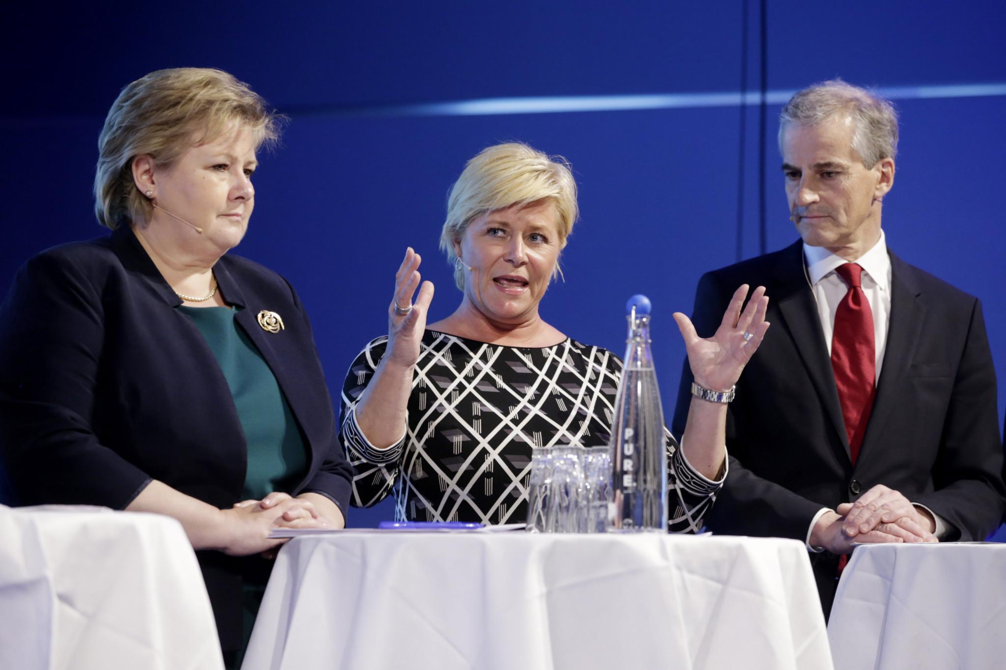 56cdc69b UTRADISJONELT: Statsminister Erna Solberg (t.v.) og finansminister Siv  Jensen (midten) skal ha ros for at de tenker utradisjonelt i forsøket på å  ta ...