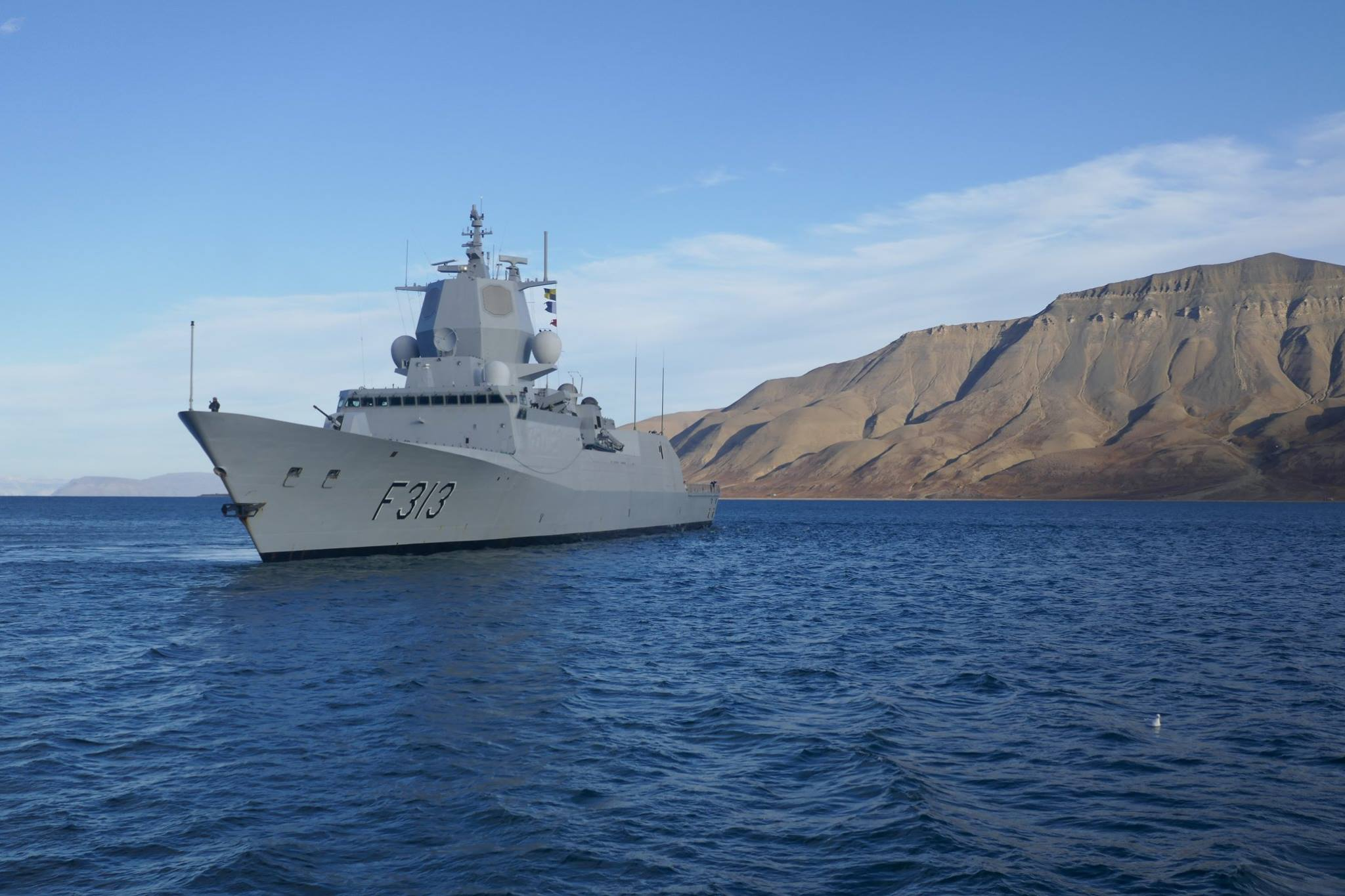 Norsk fregatt til Svalbard