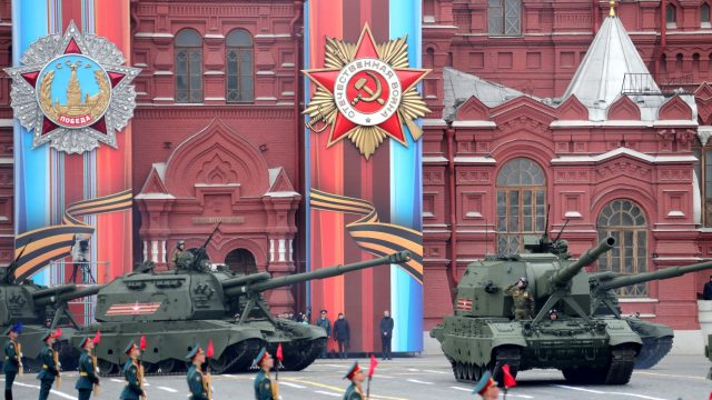 https://www.aldrimer.no/wp-content/uploads/2017/09/stridsvogner-på-røde-plass-militærparade-9.-mai-2017-KREMLIN.RU_-640x360.jpg