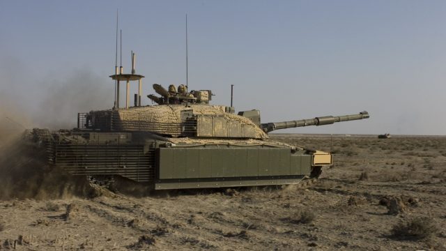 https://www.aldrimer.no/wp-content/uploads/2017/10/Challenger_II_main_battle_tank_prepares_to_fire_its_main_gun_on_a_target-640x360.jpg