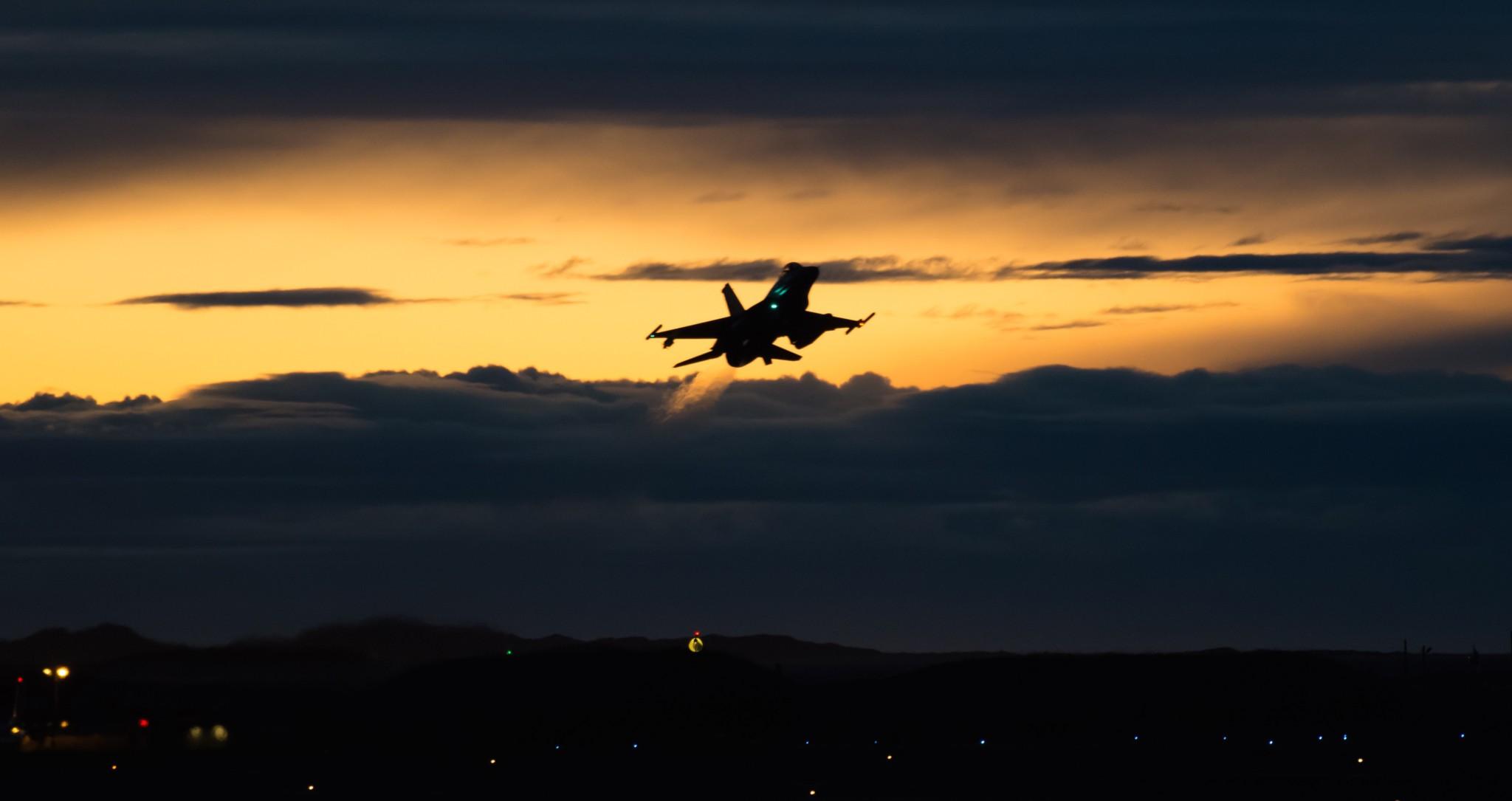 Varsellampene blinker for Norges sikkerhet