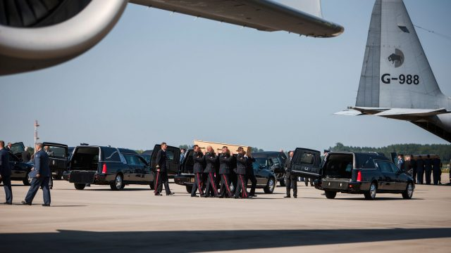 https://www.aldrimer.no/wp-content/uploads/2018/05/Arrival_of_corpses_from_MH17_at_Eindhoven_Airport-640x360.jpg